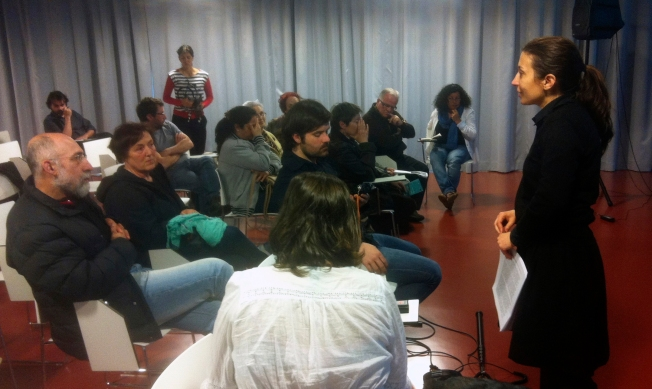 Cristina Anllo explica a metodoloxía aos participantes no obradoiro